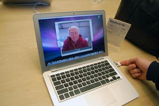 MacBook Air Table Apple Store