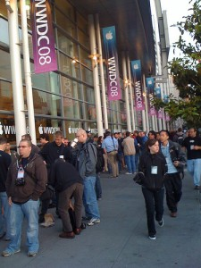 Keynote Line Forming Outside Moscone West WWDC 2008